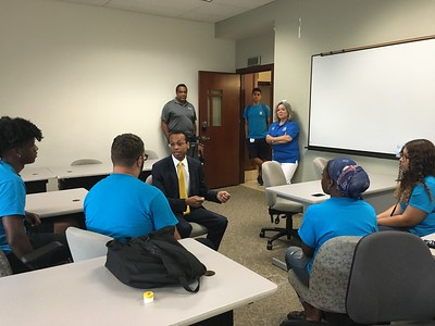 state-treasurer-wooden-teaches-students-financial-literacy-at-ccsu-program