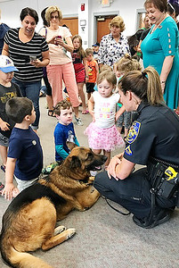 officer-and-police-dog-visit-with-kids-at-berlinpeck-library
