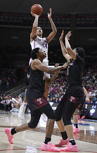 uconn-womens-basketballs-collier-continues-hot-stretch-emerging-as-awards-candidate