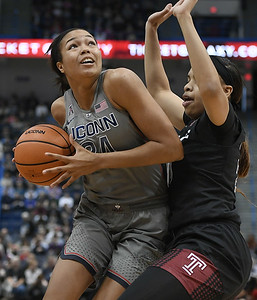 uconn-womens-basketball-rolls-past-tulane-in-blowout-win