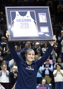 former-walkon-lawlor-shooting-for-her-4th-title-with-uconn-womens-basketball