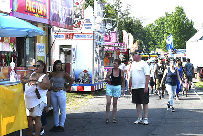 thousands-celebrate-the-4th-of-july-with-fireworks-food-and-family