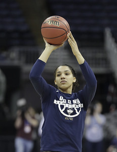 williams-wins-senior-class-award-for-uconn-womens-basketball
