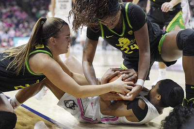 no-3-oregon-hands-no-4-uconn-women-one-of-worst-home-losses-of-auriemma-era