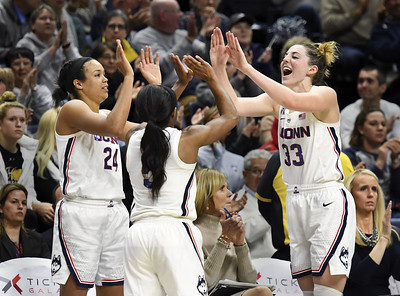 uconn-womens-basketball-players-get-message-beat-south-florida-after-sluggish-start