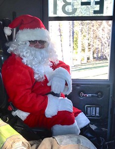 santa-to-swap-his-sleigh-for-a-fire-truck-this-sunday-in-southington