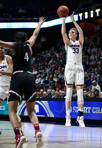 samuelson-followed-own-path-to-become-star-of-uconn-womens-basketball-team