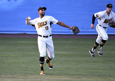 new-britain-bees-outfielder-michael-crouse-wins-atlantic-league-defensive-player-of-year