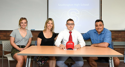 southingtons-abacherli-signs-letter-of-intent-to-wrestle-at-sacred-heart