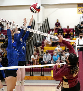 new-britain-girls-volleyball-put-up-a-fight-in-loss-to-glastonbury
