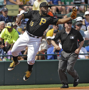 new-britain-bees-sign-former-brewers-pirates-infielder-rogers