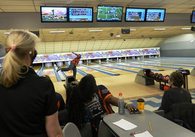 bowlers-compete-in-mixed-tournament-amidst-pandemic