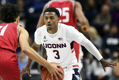 hurley-raising-bar-for-uconn-mens-basketball-after-easy-season-opener