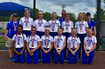 lightning-05s-southington-beat-ct-bombers-teal-take-bronze-medal-during-nutmeg-games-12u-softball-tournament