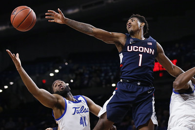 uconn-mens-basketball-knocks-tulsa-out-of-first-place-in-american