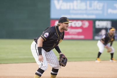new-britain-bees-infielder-motter-has-contract-purchased-by-oakland-as-organization