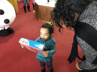 parent-express-event-gives-the-gift-of-reading