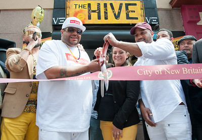 clothing-store-the-hive-opens-in-new-britain