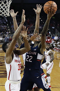 no-25-houston-holds-off-uconn-mens-basketball-in-regular-season-finale
