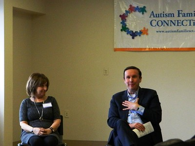 murphy-connects-with-autism-families-in-newington