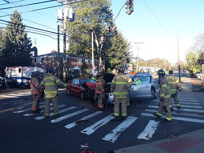 two-people-taken-in-ambulances-away-from-headon-collision-at-intersection-of-east-and-ellis-streets