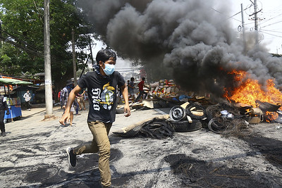 myanmar-forces-fire-on-funeral-as-crackdown-continues