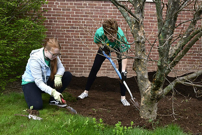 150-spend-earth-day-beautifying-smith-elementary