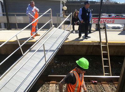 metronorth-temporary-ramp-falls-with-passengers-on-it