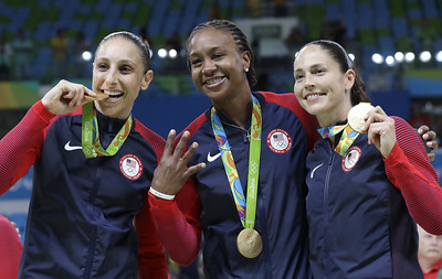 five-former-huskies-named-to-us-olympic-womens-basketball-team