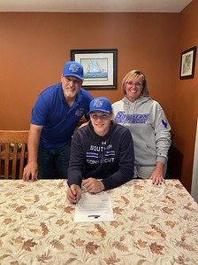 newington-baseball-standout-nackonechny-commits-to-play-at-scsu