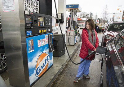 gas-prices-keep-dropping-locally-with-southington-remaining-as-lowest-options-in-region