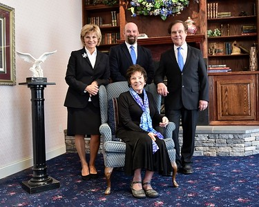 funeral-home-receives-award-for-superior-service