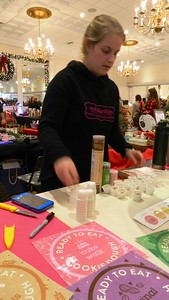 shoppers-throng-christmas-gift-show-in-southington