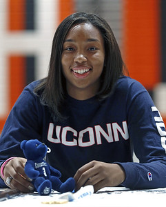 top-uconn-womens-basketball-recruit-walker-watches-huskies-waits-for-her-chance-to-shine