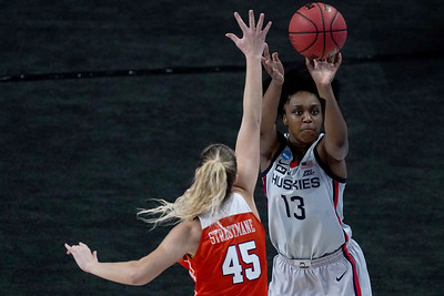 senior-year-is-showtime-for-uconns-christyn-williams