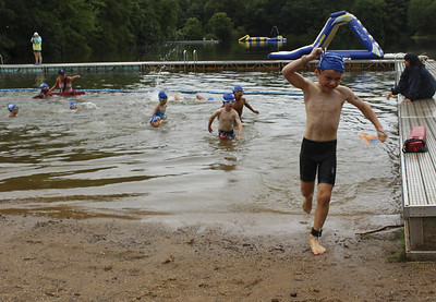 hundreds-participate-in-kids-triathlon-in-southington
