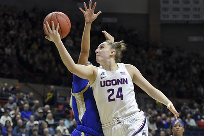 uconn-womens-basketball-extends-long-conference-unbeaten-streak-with-rout-over-tulsa