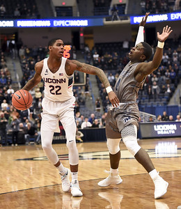 uconn-mens-basketball-player-larrier-opts-to-go-pro-following-season