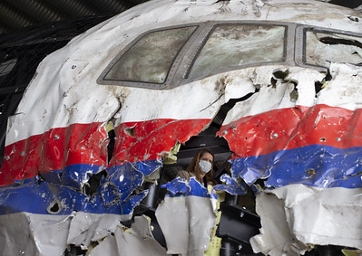 judges-lawyers-view-wreckage-of-flight-mh17
