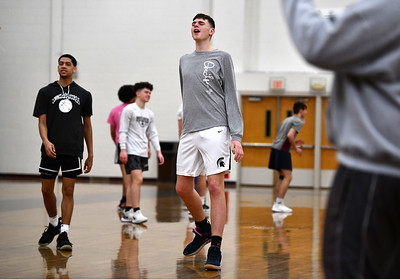 hes-exceptional-in-some-ways-and-hes-just-a-kid-in-others-donovan-clingan-bristol-centrals-7foot-di-basketball-prospect-balances-life-in-spotlight