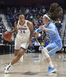 uconn-womens-basketballs-collier-williams-surpass-1500-points