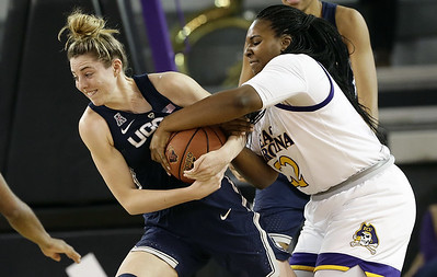 samuelson-just-shy-of-doubledouble-for-uconn-womens-basketball