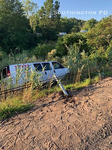 van-goes-over-guardrail-down-embankment-on-i84-west-in-southington-heavy-delays-reported
