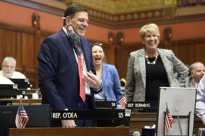 connecticut-lawmakers-close-out-unusual-session-pass-budget