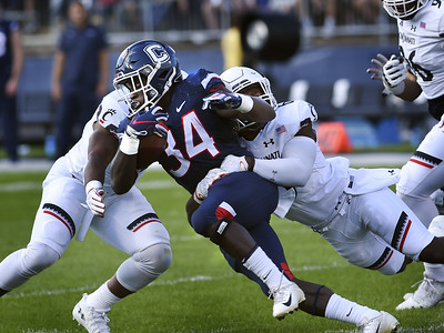 poor-season-for-uconn-football-continues-is-routed-by-cincinnati