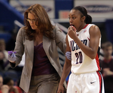 former-uconn-womens-basketball-trainer-ragle-back-in-state-as-trainer-of-sun