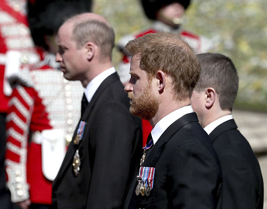 harry-william-seen-chatting-together-after-royal-funeral