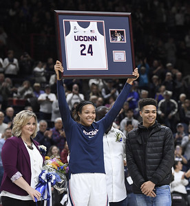 collier-celebrates-senior-night-with-29-points-as-uconn-womens-basketball-routs-houston
