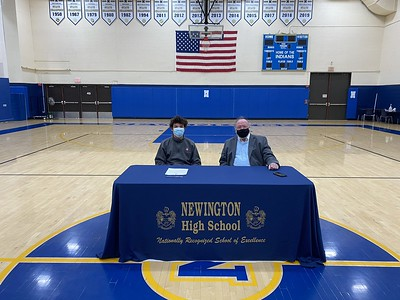 newington-cross-country-star-geisler-commits-to-uconn