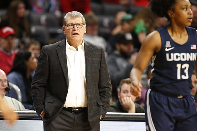 uconn-womens-basketball-suspends-team-activities-after-positive-covid-test